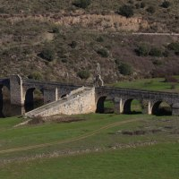 Puente del Cardenal en el río Almonte por Jaraicejo. Pueblos del Parque Nacional de Monfragüe. Extremadura
