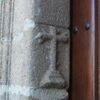 20181013 Cruces y lápidas en la Iglesia de Santiago Apóstol de Garciaz. Tierras de Trujillo. Extremadura